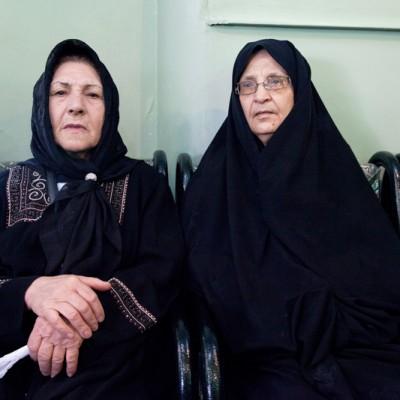In der anschließenden Trauerzeremonie in der Moschee sitzen Frauen und Männer getrennt.