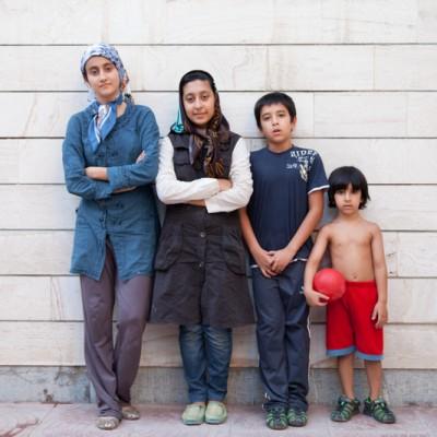 Das sind die jüngsten vier Enkelkinder der Familie. Die ältesten Enkelkinder haben bereits selbst Kinder. Der älteste Urenkel ist 5 Jahre alt und der jüngste Enkel ist 9 geworden.