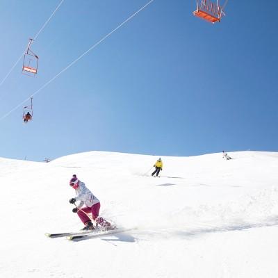Die iranische Skifahrerinen auf der Piste in Shemshak, einem Dorf in der nähe von Tehran