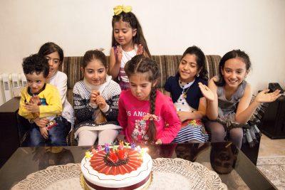 Sahel feiert ihren Geburtstag mit ihrer Freundinnen zu Hause in Shemshak.
